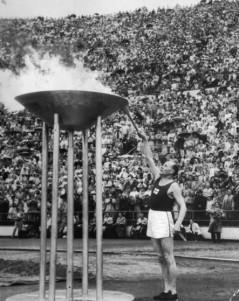 Paavo Nurmi tänder elden på 1952 års olympiska sommarspel.